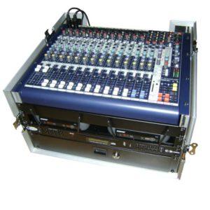 Bühnentechnik oder DJ-Equipment im Case mit Lade und zwei Shure Mikrofonen zu mieten