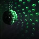 Spiegelkugel mit Hintergund in grün