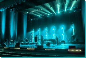 Große Indoor Bühne mit Band und Technik mieten in Wien