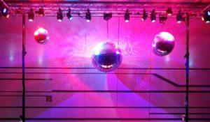 Lichttechnik mit drei Spiegelkugeln mieten bei Geburtstagsfeier