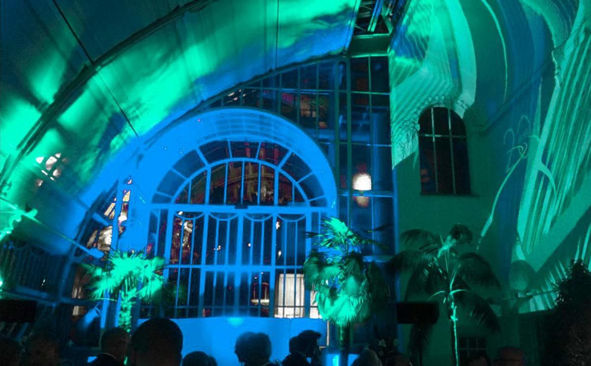 Ambientebeleuchtung mit grünem und blauem Licht