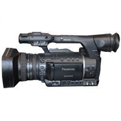 Der Camcorder Panasonic AG-AC160 von der Seite in Großaufnahme - Eventtechnik zu mieten bei Phoenix-Events