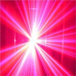 Lasersimulator Hybrid-Gerät im Einsatz mit Violettem Lichteffekt